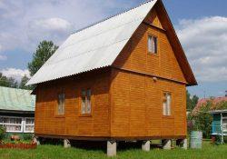 karkasnyy dom stoyashchiy na stolbchatom fundamente